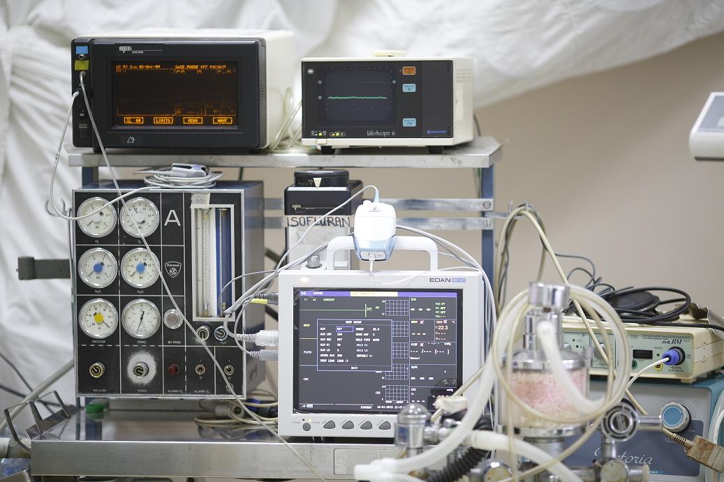 21 Inhalační přístroj s monitory _S4B3171