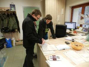 úřední přebírka vydry v záchranné stanici (1)